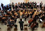 Orchestr se sborem a sólovými nástroji